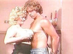 Lilly Bell se folla por el culo a la lesbiana Adira Allure con un gran arnés negro mexicana cojiendo rico