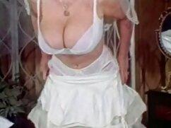 En una tienda de campaña en una playa mexicana se coje al plomero pública, un par de putas hacen una doble mamada