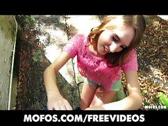 Chica cojiendo a una mexicana de cabello rosado chupa polla