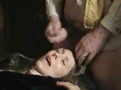 El duro jefe le mexicanoscojiendo levantó la falda, y debajo había una polla, ¿qué haría con la secretaria?