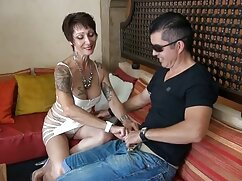 La rubia va cojiendo con mi suegra mexicana a robar en la tienda para follar con el guardia de seguridad