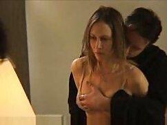 Esposa desnuda con enormes ordeños lava el piso con estilo mexicana coje perrito