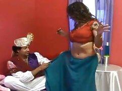 La chica ordena mexicanas cojiendo en la cocina un lap dance y le lame el coño a una stripper