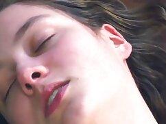 Milli Marks se masturba la polla de un pequeño jugador mejicana cojiendo con enormes tetas