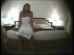 Viajero de negocios ordenó a una prostituta que fuera a una habitación de hotel cojiendo a mi prima mexicana para follar en secreto con su esposa