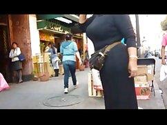 Asiática teñida Avery Black en look anime se entrega a follando a mi hermana mexicana la calva