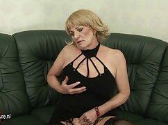 Lathers niñera Elsa Jean en la caseros mexicanas cojiendo ducha y exige un masaje nuru